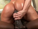 Vidéo porno mobile : Busty milf takes care of a big black cock